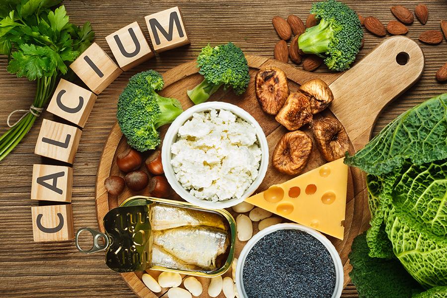 Sữa, phô-mai, vừng là nguồn thực phẩm giàu canxi