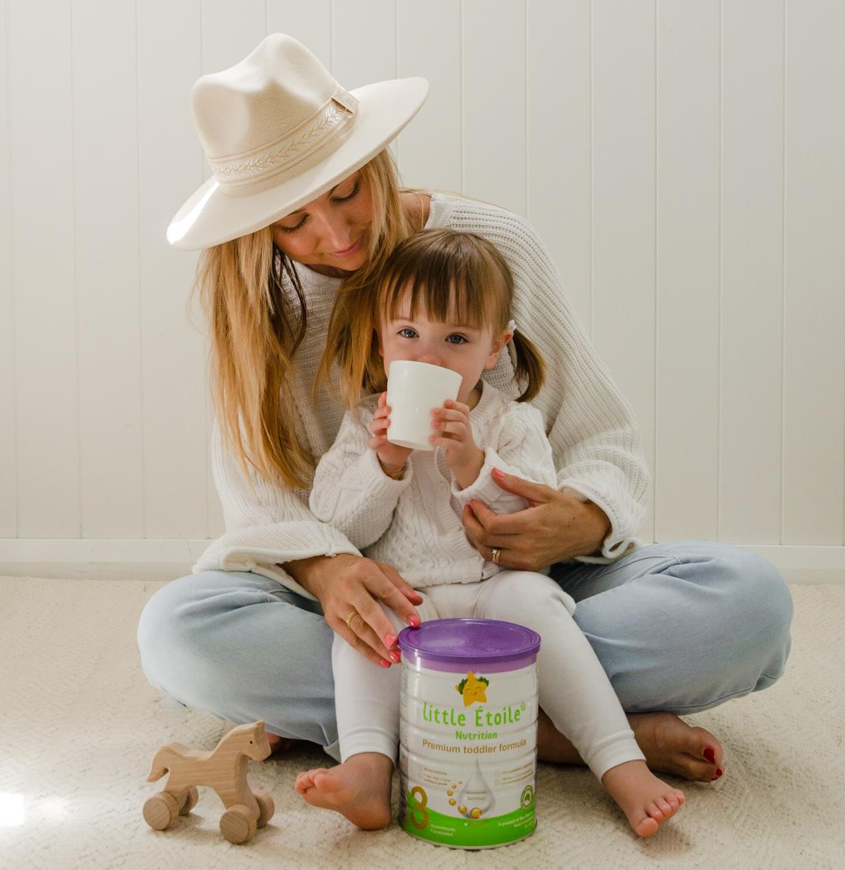 Bekhaliday uống sữa bên mẹ và sữa ngôi sao nhỏ Little Étoile số 3