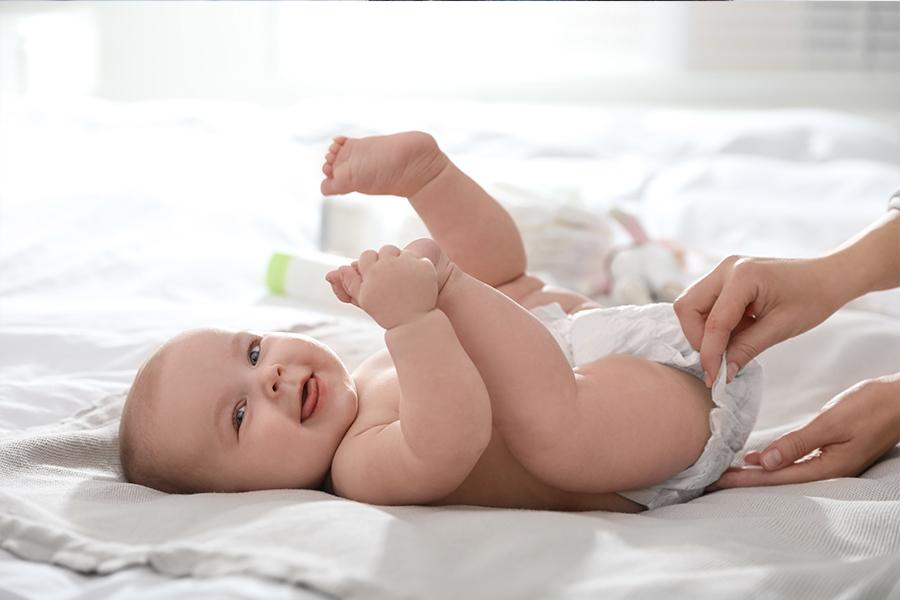 Học cách thay tã cho trẻ khi lần đầu làm mẹ