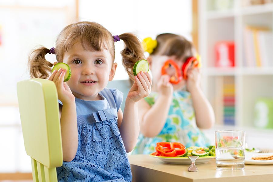 Dinh dưỡng đầy đủ giúp bé tăng miễn dịch tốt nhất