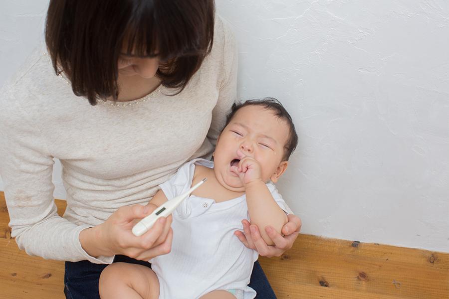 Trẻ bị sốt nhẹ khi mọc răng