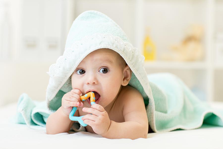Cho trẻ nhai vòng nhai khi mọc răng