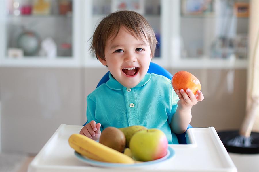 Chế độ ăn uống lành mạnh, cân đối và đầy đủ các chất dinh dưỡng cho bé hàm răng chắc khỏe