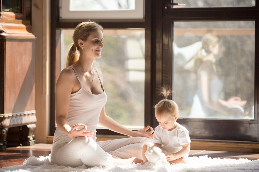 Các bài tập Yoga nhẹ nhàng giúp tập trung vào việc phục hồi, có thể giảm bớt căng thẳng và trầm cảm cho mẹ